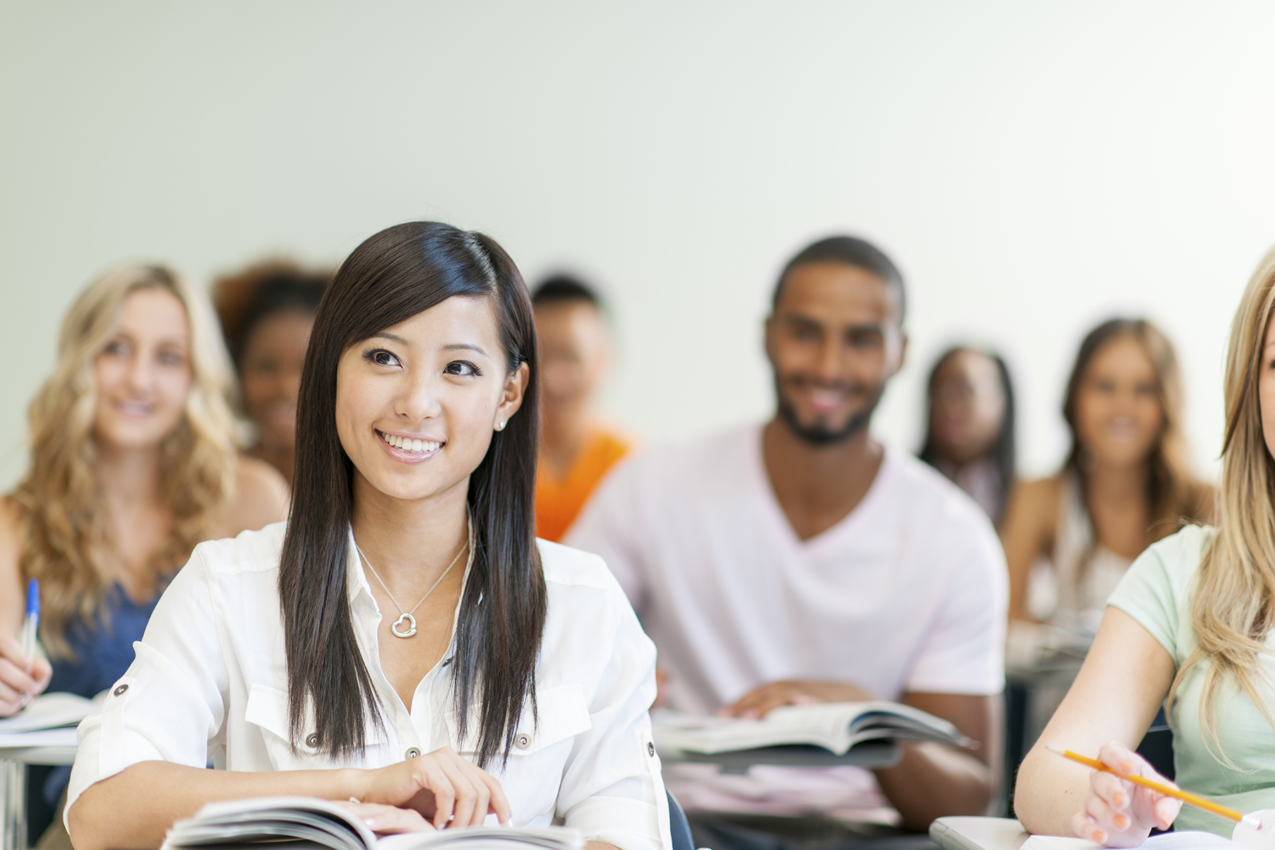 college scholarships college students Paying for college can be tough the following guidebook offers detailed information and resources on scholarships and grants for minority students.
